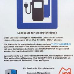 Schild an der Ladestation Hochplattenbahn Marquartstein
